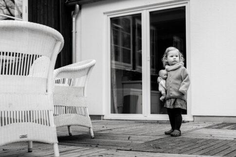 Familienfotografie in Celle schwarzweiß draußen