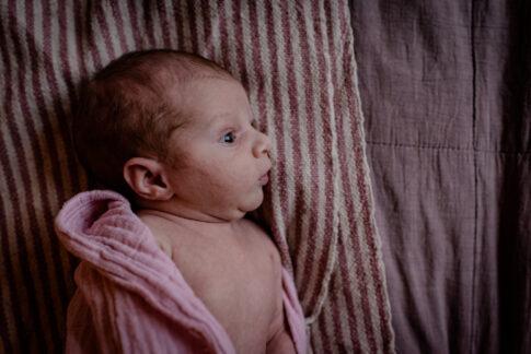 Neugeborenes in Geburtsräumen in Kragen Niemannshof
