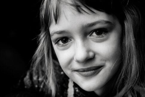Porträt Mädchen schwarzweiß