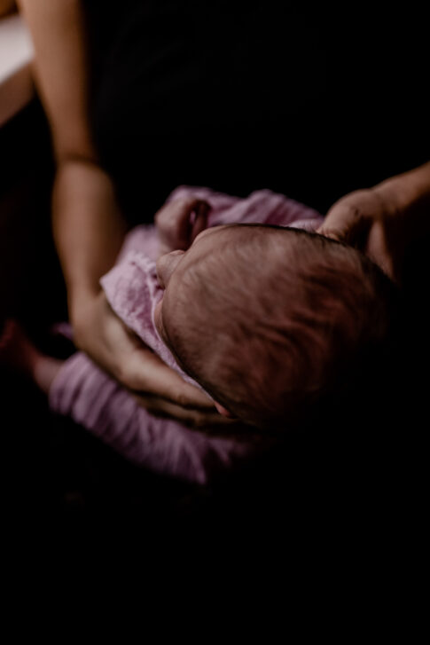 Kopf Neugeborenes- Wochenbettfotografie Geburtsräume Wiebke Niemann