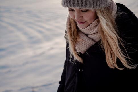 Fotoshooting im Schnee Portraits Fotos von Lisa von Rekowski Fotografie an den Dammaschwiesen in Celle