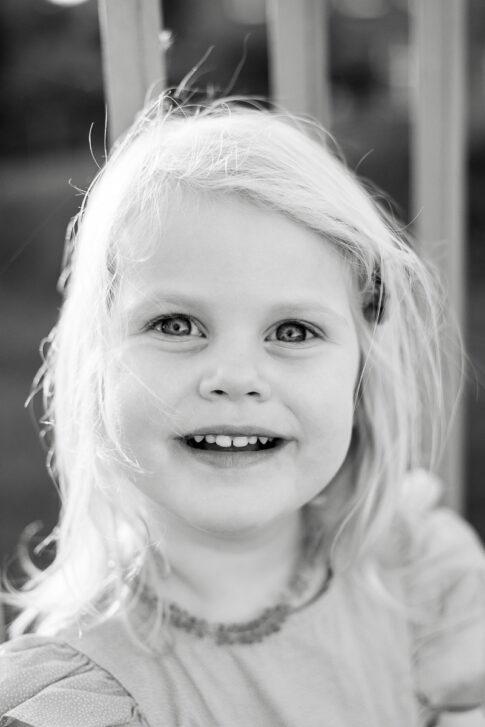Portrait kleines Mädchen bei Familienshooting in Celle