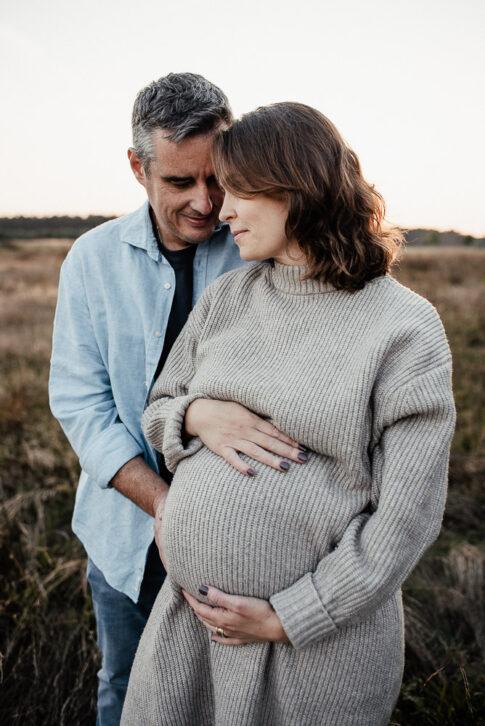 Vater und Mutter bei Babybauchshooting in Wolfsburg