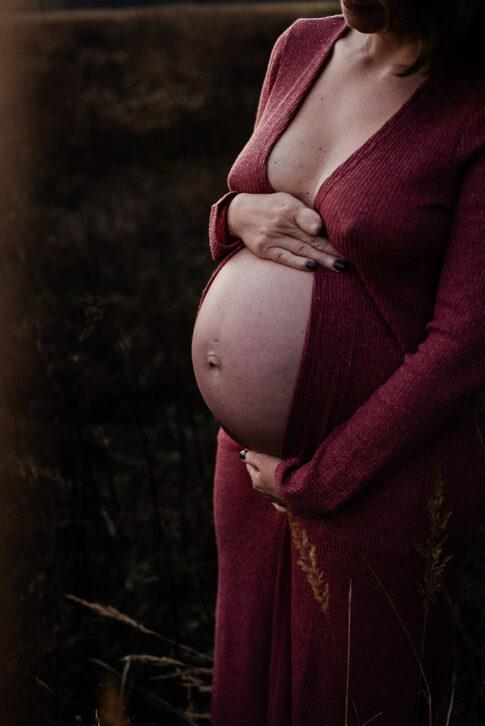 nackter Babybauch während eines Schwangerschaftsshootings in Wolfsburg