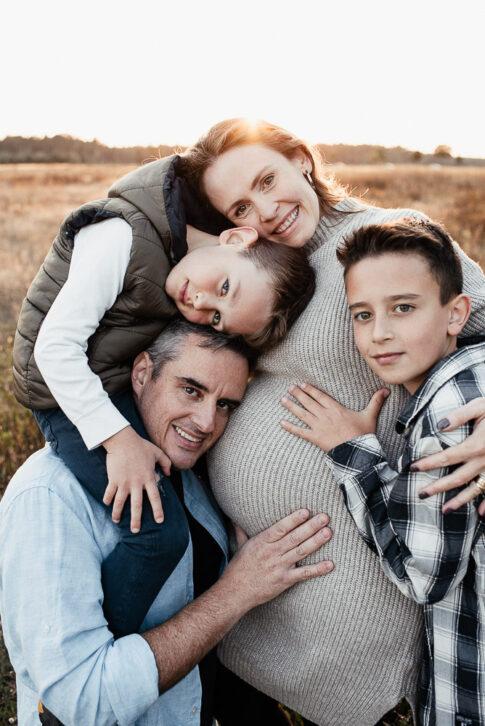 Mutter , Vater und Söhne bei Familienshooting in Wolfsburg